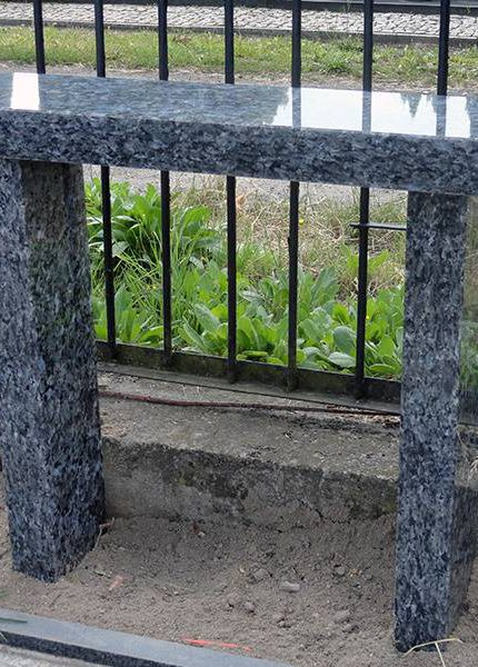 Ławka granitowa 1